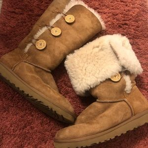 👢Authentic Ugg Bailey Button Triplet II 👢
